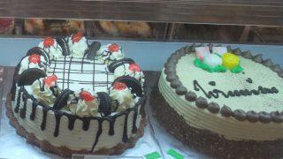センスの悪いケーキ? いいケーキ カラフルケーキはお好き? マレーシアのケーキの色とデザインがぶっとんでます。