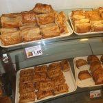マレーシアのベーカリー パン屋さん 意外においしいおすすめのパンはこれ!かつおぶしじゃないよ