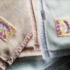 櫻道ふとん店さんの温泉毛布2.45kgが温かい 発熱してるような温かさ! ふるさと納税の返礼品にも 他社の製品と間違えないように 口コミも評判も上々