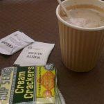 マレーシアの病院 大腸内視鏡検査後の一休み なぜがほっとするcream crackers in Malaysia