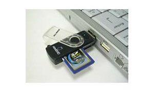 おすすめマルチカードリーダー BUFFALOのUSBカードリーダー SDHC SDXC microSDも対応していてが操作しやすいぞ