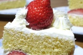 ホームメイド苺ケーキ クリスマスケーキは自宅で作ろう 電動泡だて器でスポンジがふっくら膨らみます。