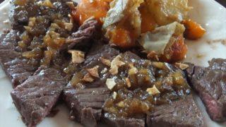 休日のランチはおうちでステーキに挑戦 台湾の魯肉飯(ルーローファン)も