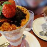 ロイヤルホストの季節のデザート 苺が旬 苺のブリュレパフェ いちごパフェとダブルアイス レビュー