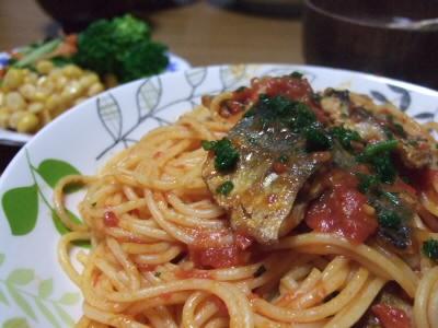カリカリさんまのトマトパスタ