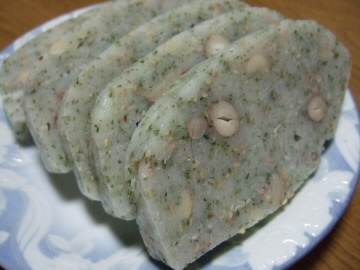 大豆やピーナッツがはいってて海苔の風味の豆餅